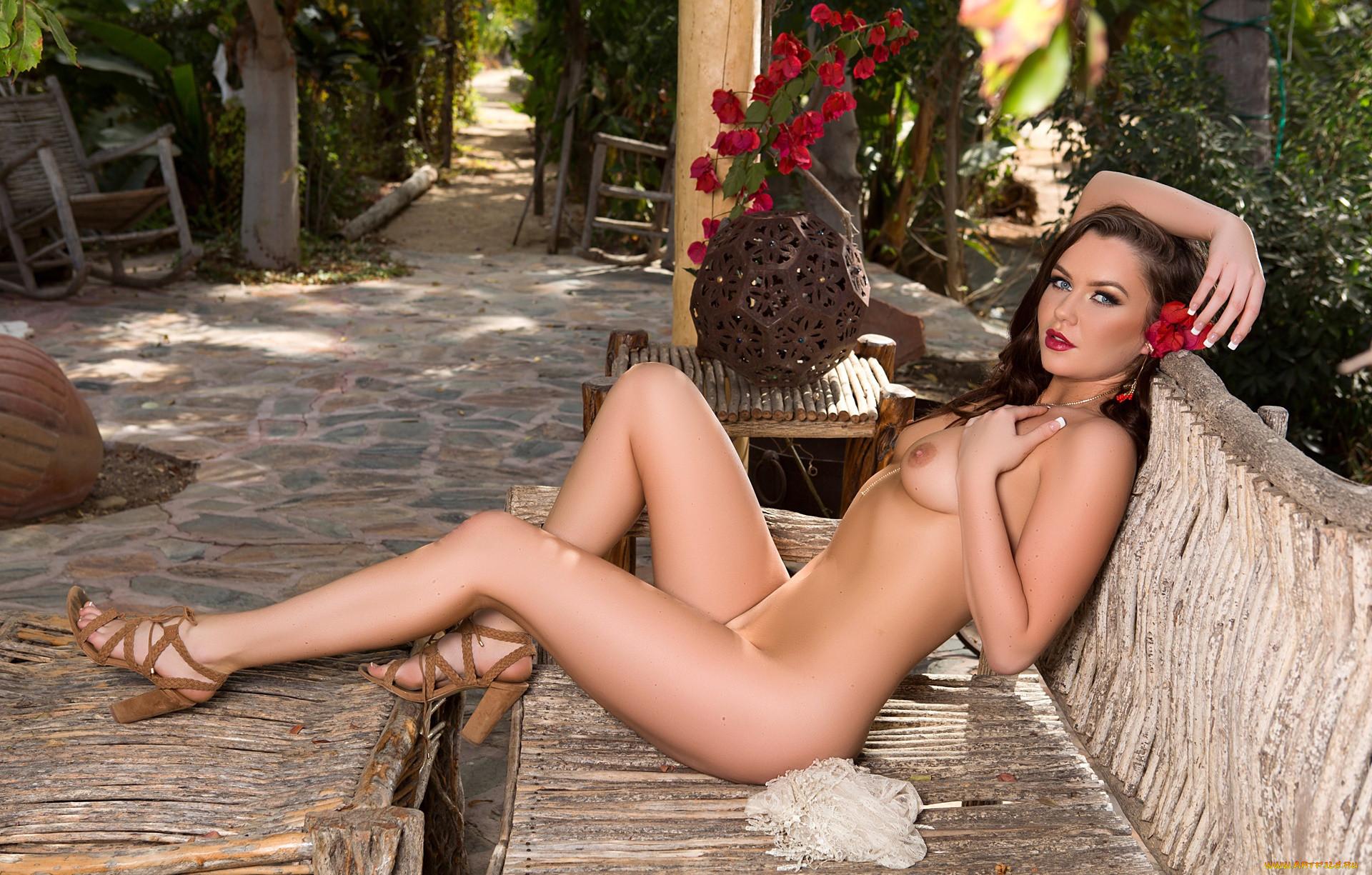 Nude model ashleigh cox